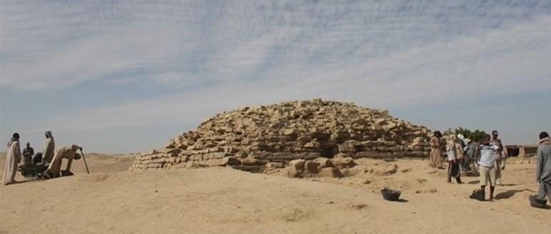 TRAPEN UA NAUA PIRAMIDA EN EGIPTE